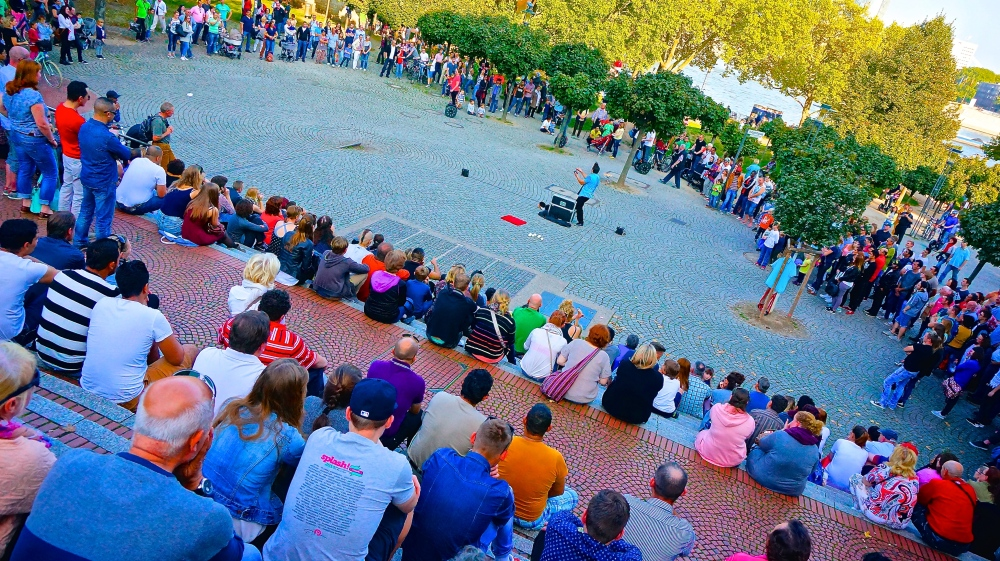 Fun activities and free shows in the park by the river in Cologne. Weather was amazing.